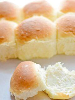 cropped-Homemade-Yeast-Rolls-Recipe-Photo-updated.jpg