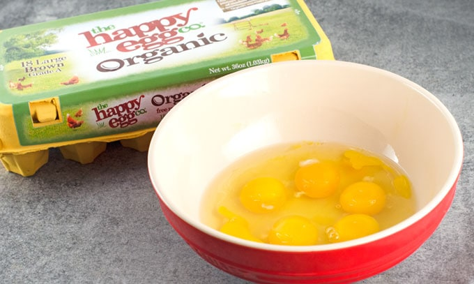 organic eggs photo in bowl